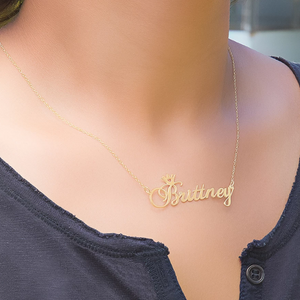 The Queen Name Necklace
