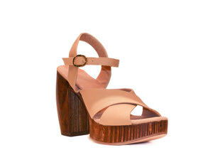 Three-quarter view of Havana retro platform sandals in nude leather with wooden heel