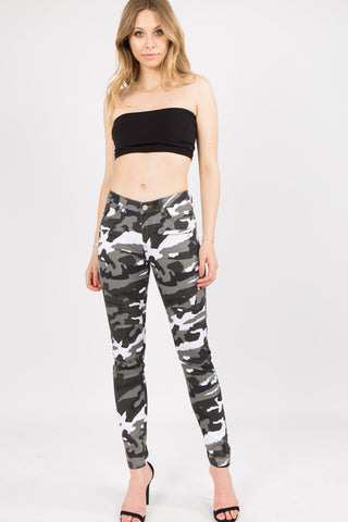 PLUS SIZE MOTO DETAILED CAMO SKINNY PANTS