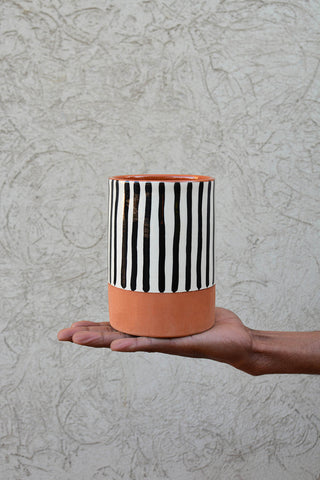 Izri utensil holder
