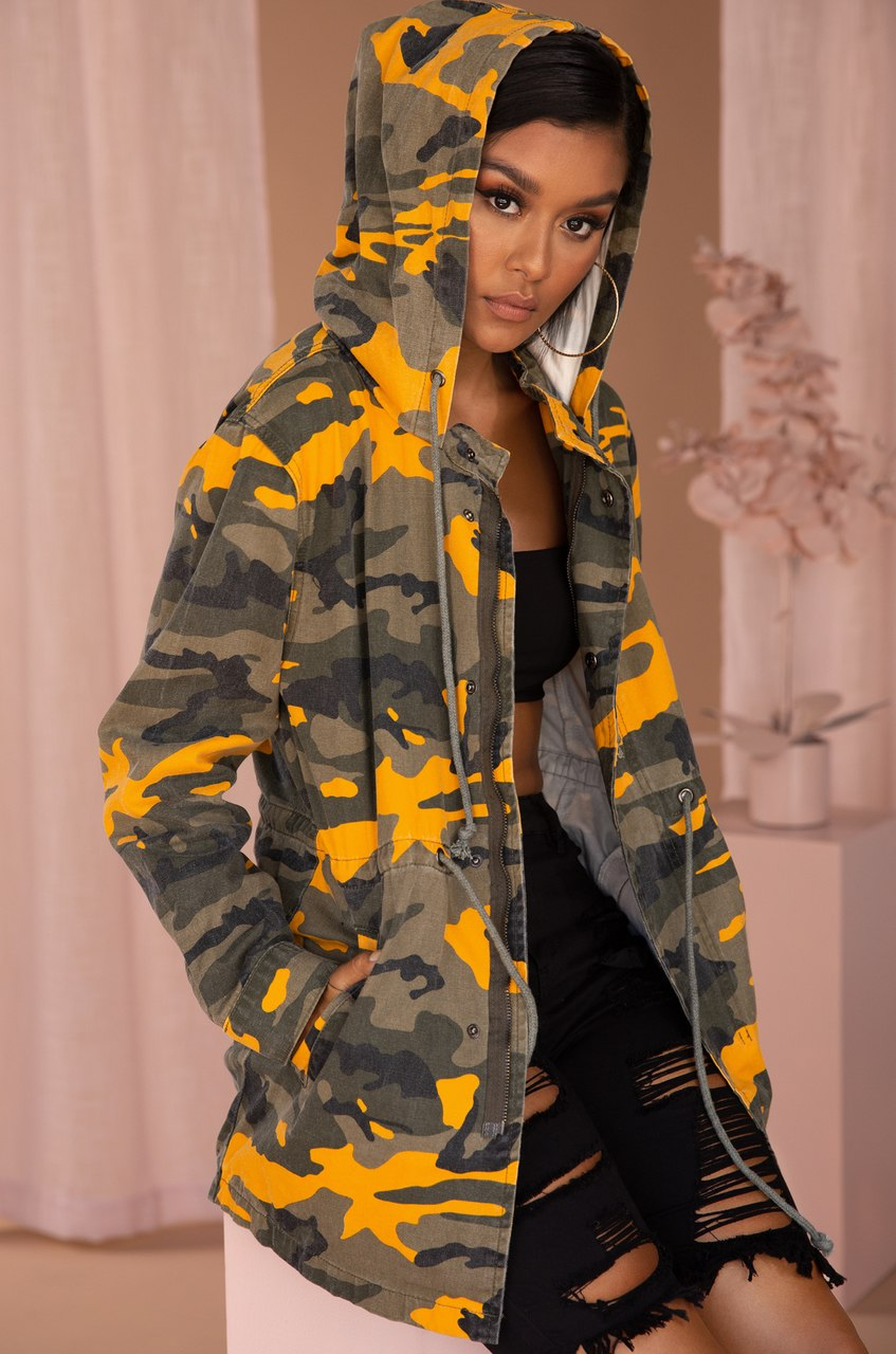 Run For The Thrills Coat - Yellow Camo