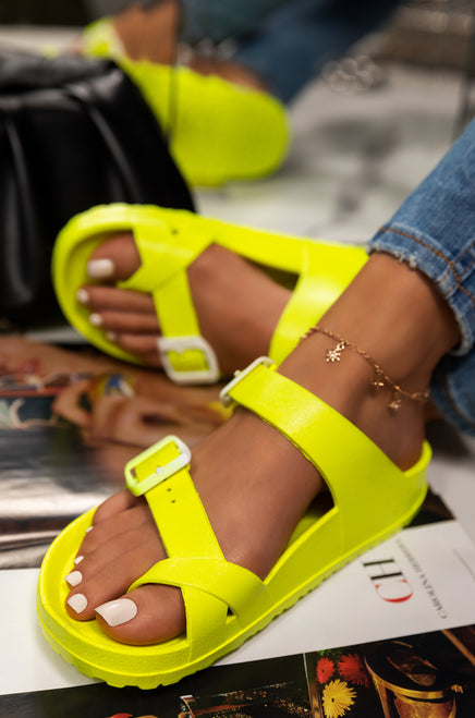 Vacation Dreaming - Neon Yellow