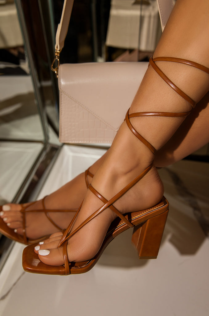 Elevated Strut - Tan