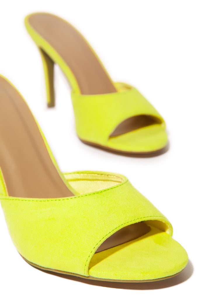 Haute Topic - Neon Yellow