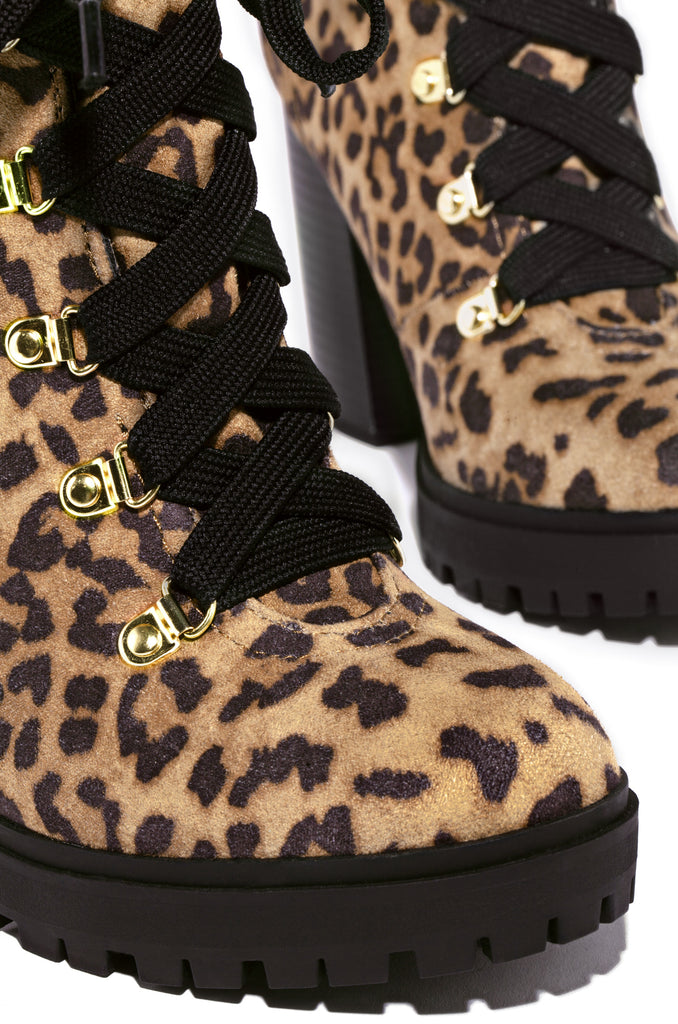 Show Off - Leopard