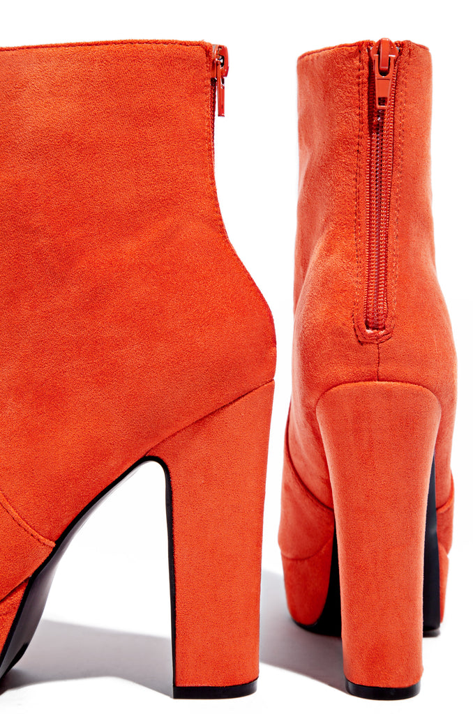 Fashion Find - Orange
