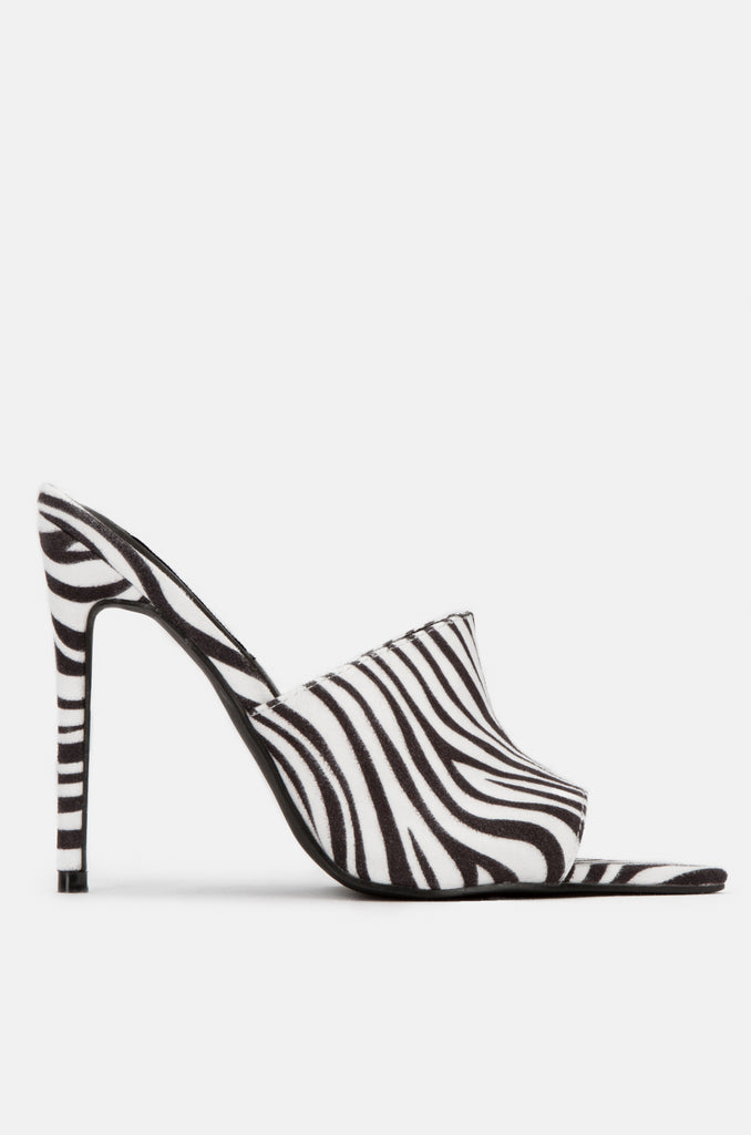 So Racy - Zebra