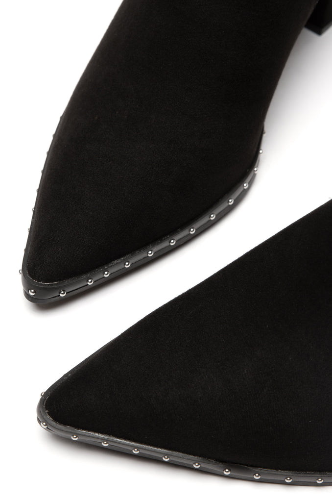 Lineup Leader - Black Suede