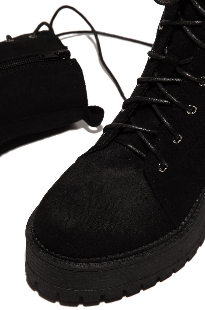 The Brit - Black Suede