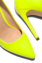 Signature Strut - Neon Yellow