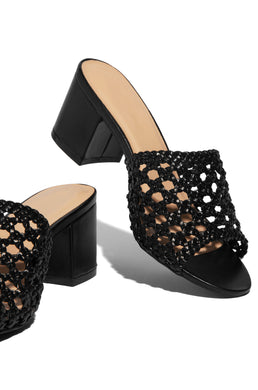 Girlfriend Getaway Mid Heel - Black