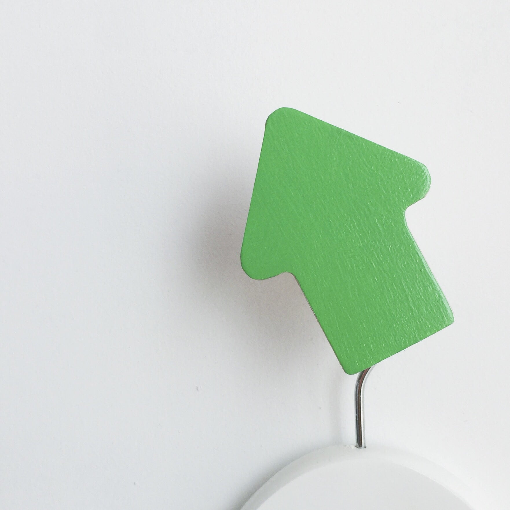 knobbly. arrow wall hook apple green