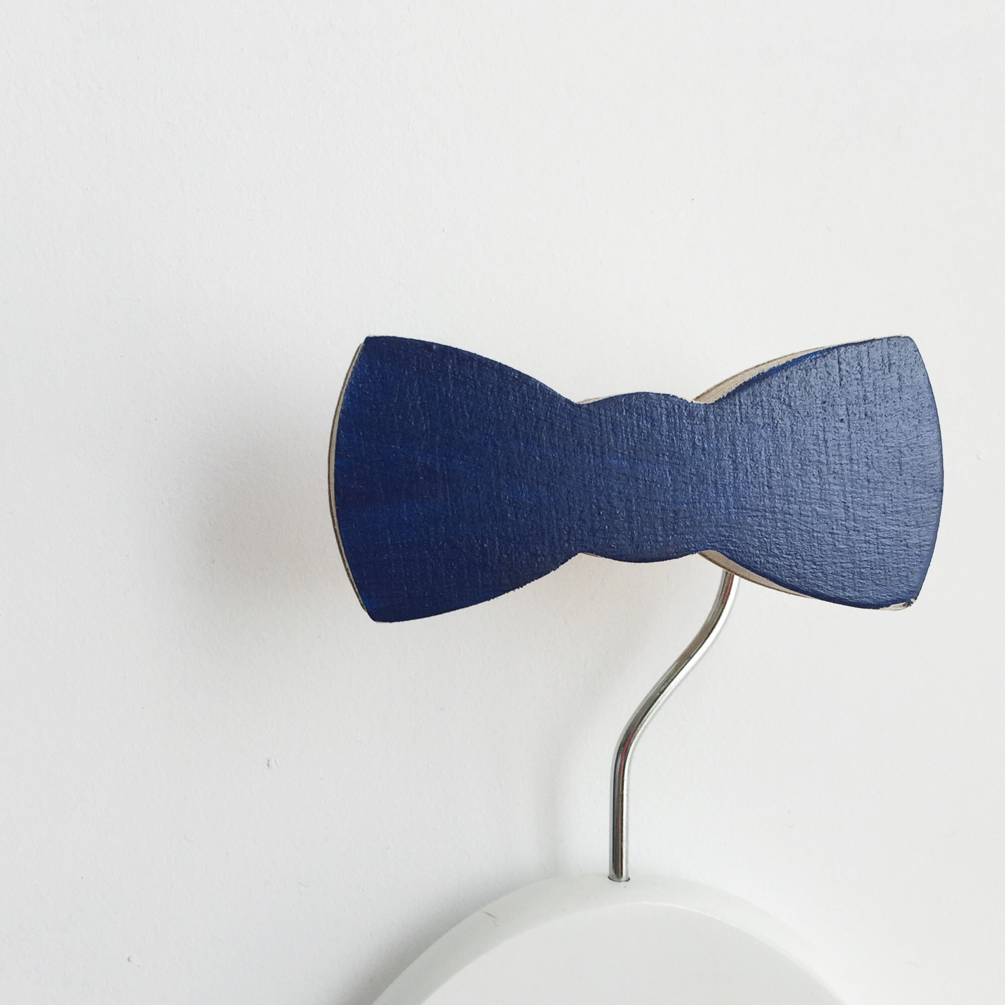 knobbly. bow tie wall hook navy blue