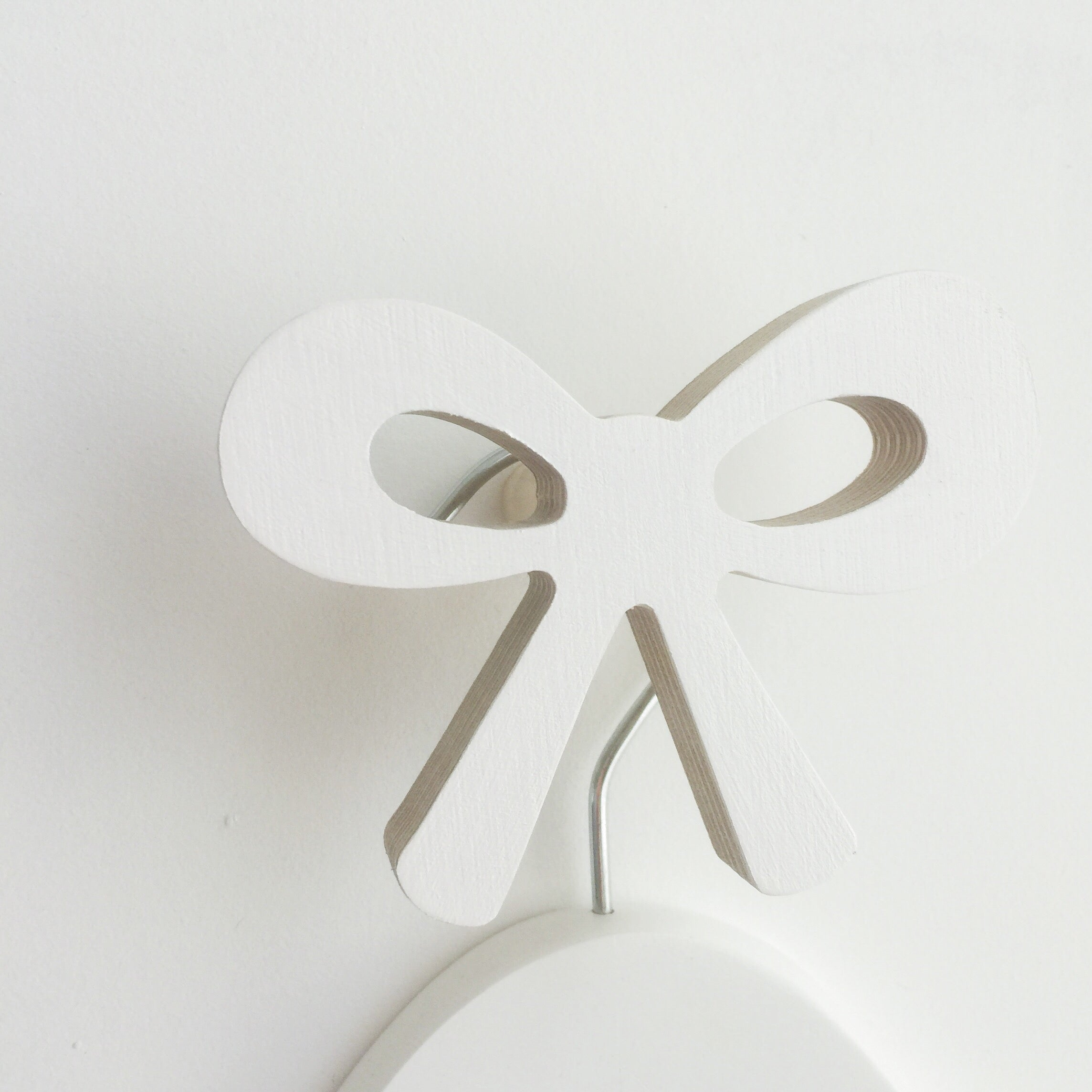 knobbly. ribbon bow wall hook white