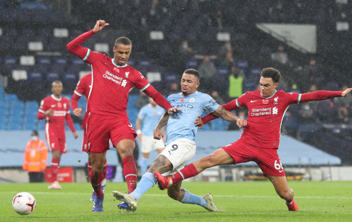 Liverpool and Manchester City battle to a 1-1 draw at the Etihad Stadium