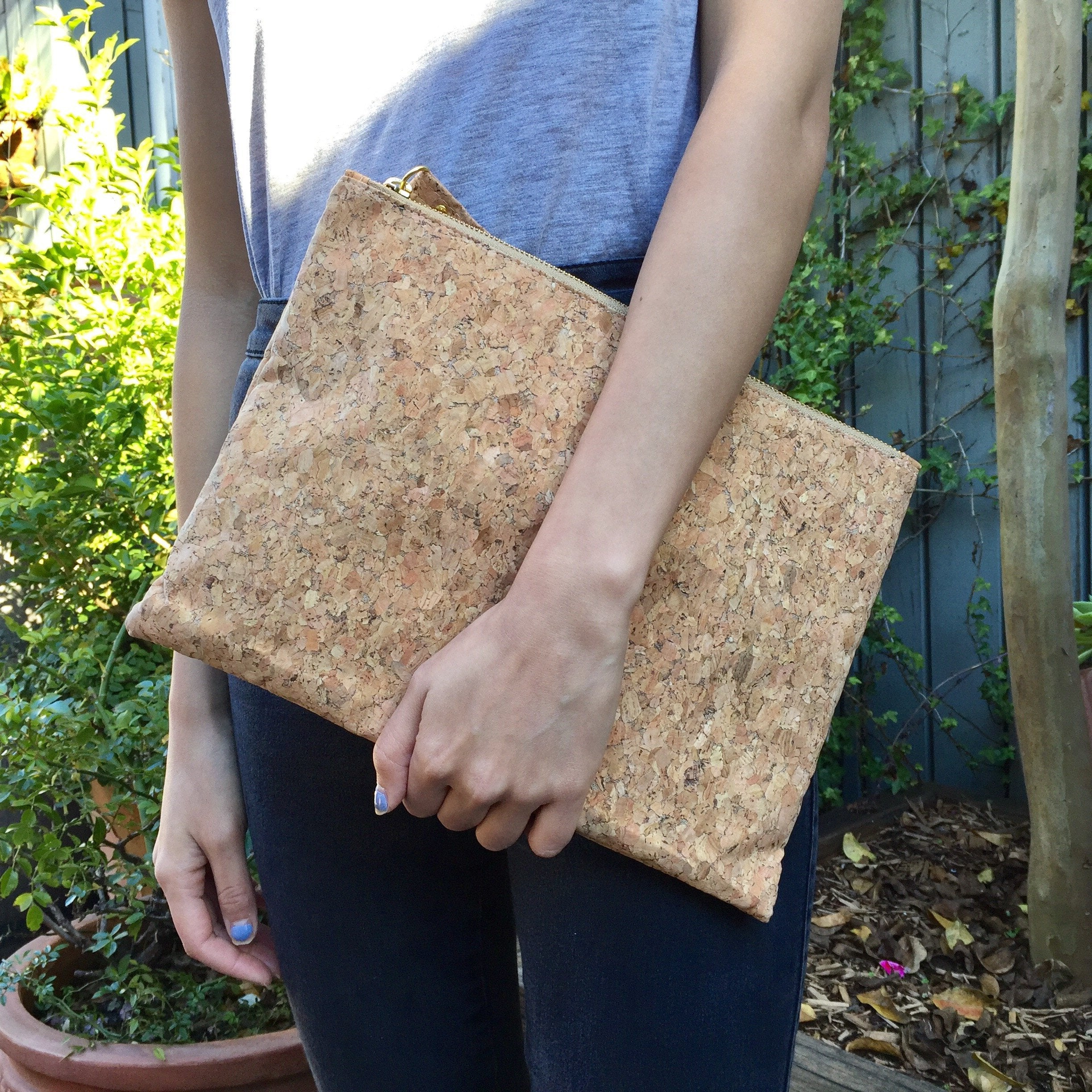 Annie Large Cork Pouch in Classic