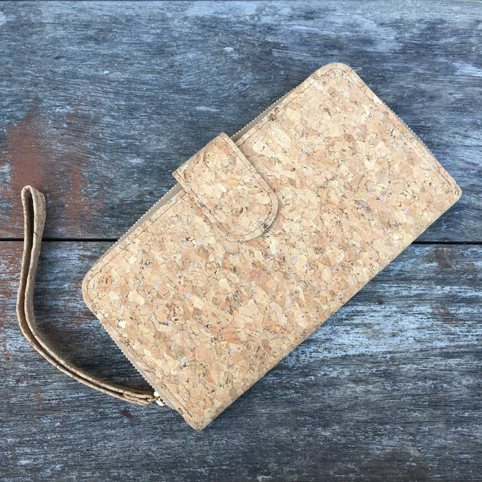 Izzy Long Wallet in Classic