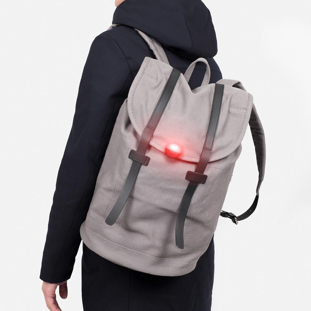 Eclipse Wearable Running Light: Black Wearable Light Bookman - der ZEITGEIST