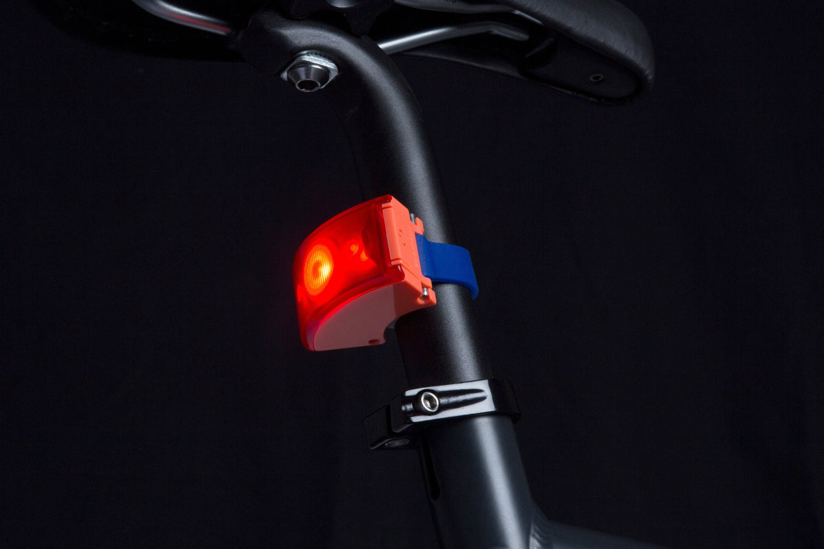 Curve Bike Light Rear: Neon Coral Pink/Dark Blue Bicycle Light Bookman - der ZEITGEIST