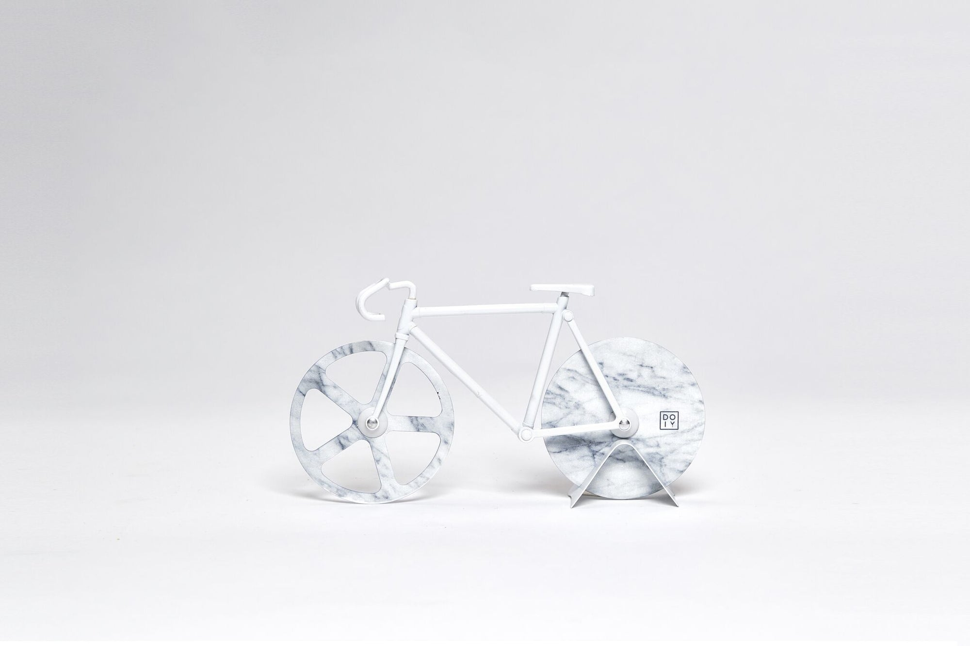 The Fixie Pizza Cutter: White Marble Pizza Cutter DOIY - der ZEITGEIST