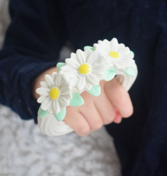 DAISY CHAIN TEETHING RING
