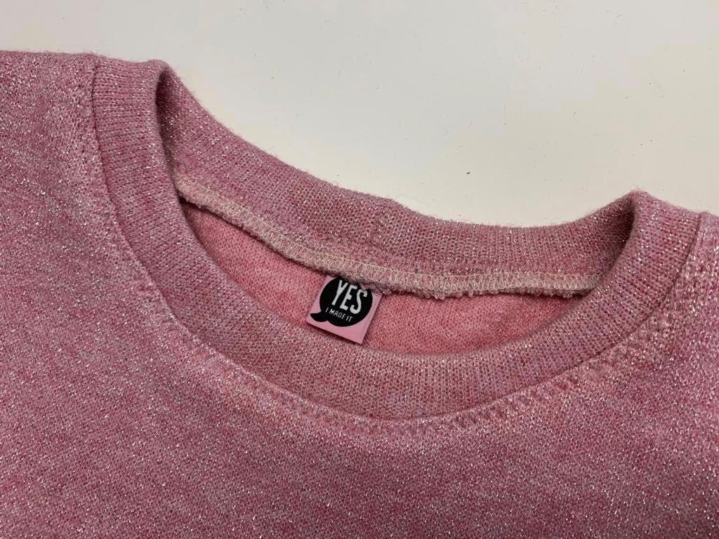 Neckband of Billie Sweatshirt pattern in Soft Pink Lurex Jersey fabric