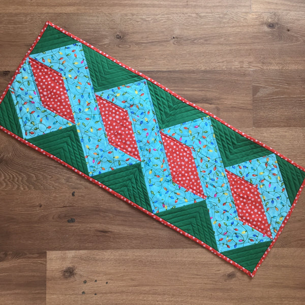 Christmas Table Runner Patterns Free.Patchwork And Quilting Christmas Ribbon Patchwork Table Runner