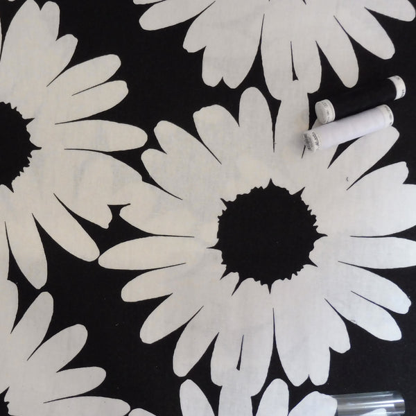 Giant Daisy Linen-look Cotton