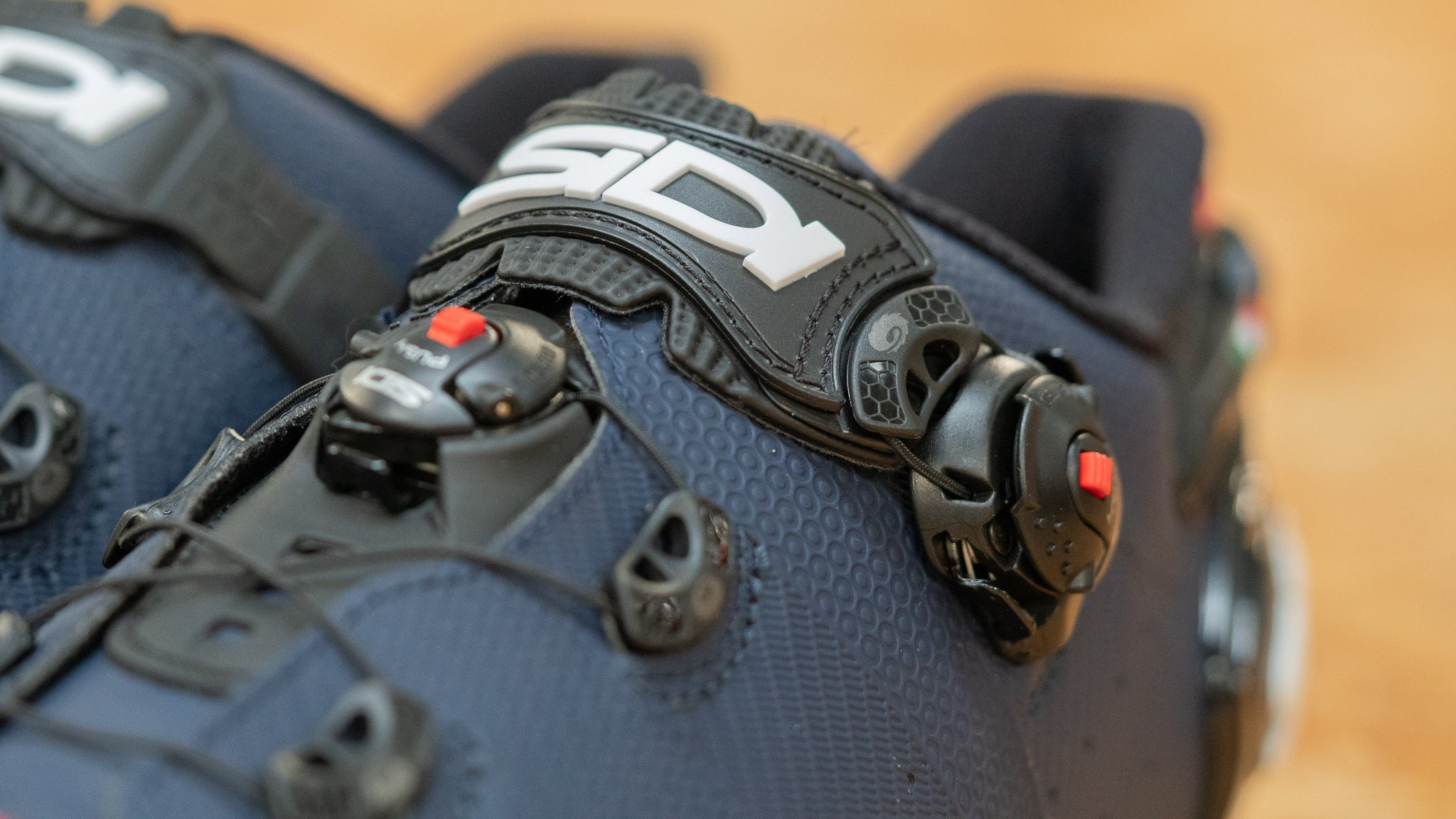 Close up of the Techno 3 closure system of the Sidi Wire 2 Carbon road shoe