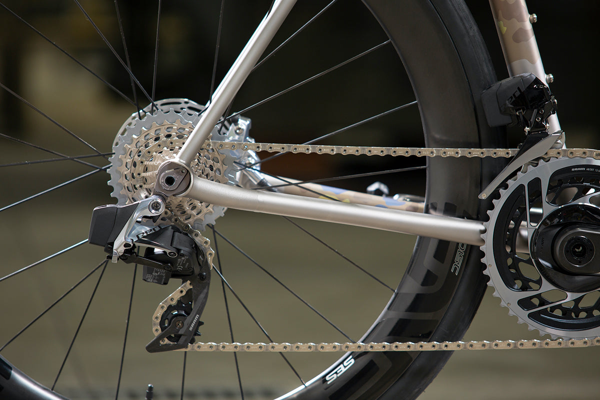 Close up photo showing the Moots Vamoots RCS drivetrain. The RCS has a SRAM Red groupset