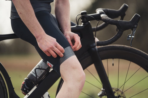 Rider wearing the Entrata bib shorts showing the internal grippers