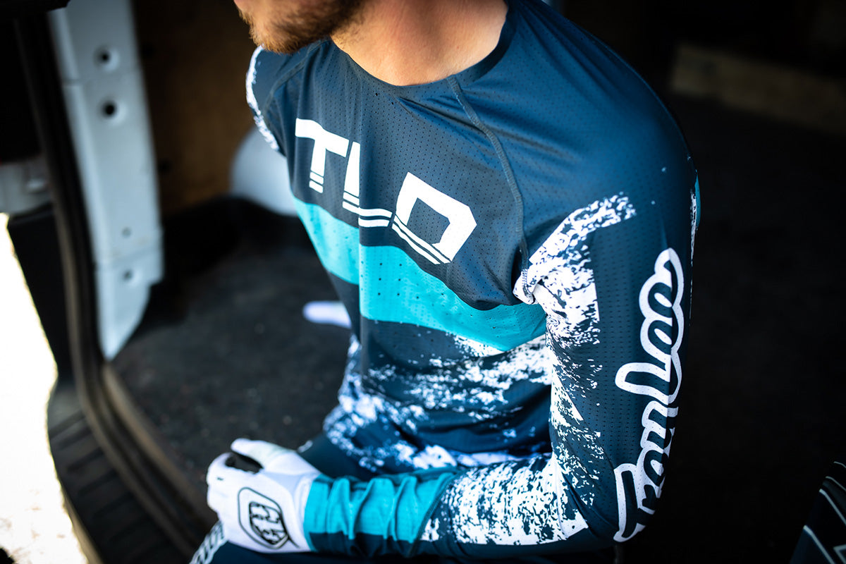 Close up of a rider wearing the Troy Lee Designs Sprint Ultra Jersey in blue and white