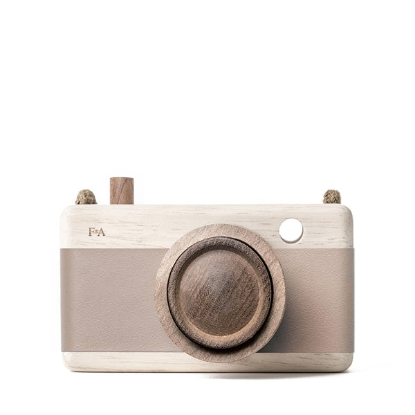 Fanny And Alexander Wooden Zoom Camera – Cat's Paw Pink