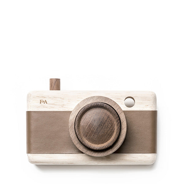 Fanny And Alexander Wooden Zoom Camera – Warm Bark Brown
