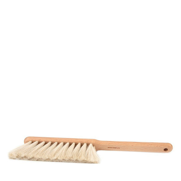 Iris Hantverk Dust Brush - Oil Treated Beech, Goat Hair (white bristles)