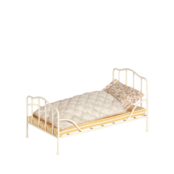 131bcbfe080 Maileg Vintage Metal Bed Mini – Off White – Elenfhant