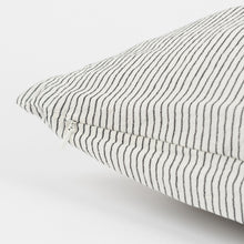 Studio Feder Pillow 50×50 – Black Pin Stripe