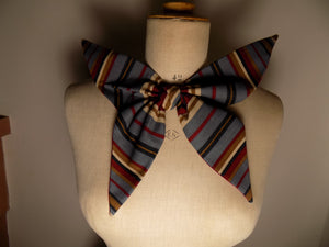1930,s Statement Bow