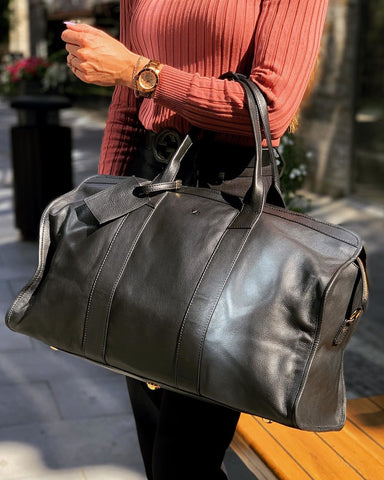 Lady traveling with a weekender bag