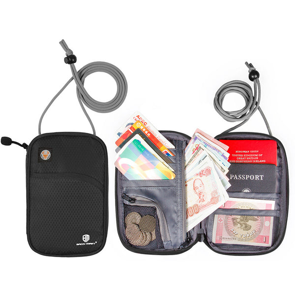 Hanging security travel pouch