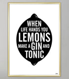 sort citron plakat til køkkenet med teksten: when life hands you lemons make a gin and tonic.