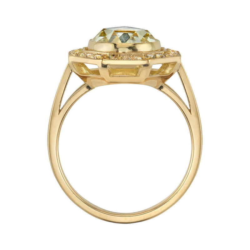 PROFILE VIEW OF AN 18K YELLOW GOLD DIAMOND RING SHOWCASING MOUNTING DETAIL | SINGLE STONE