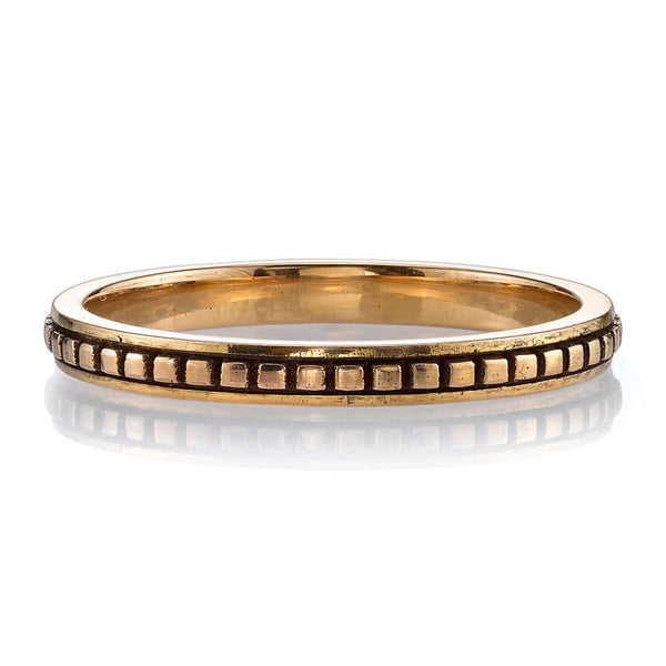 FLAT LYING OXIDIZED 18K ROSE GOLD BAND WITH ENGRAVED SQUARE DETAIL RUNNING THROUGH CENTER | SINGLE STONE