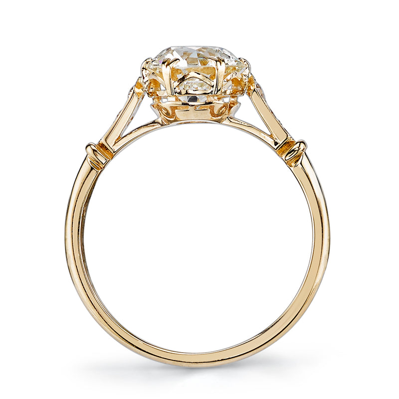 PROFILE VIEW OF AN 18K YELLOW GOLD DIAMOND RING | SINGLE STONE