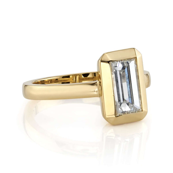 SIDE VIEW OF NORTH SOUTH SET RECTANGULAR STEP CUT DIAMOND SET IN AN 18K YELLOW GOLD RING | SINGLE STONE