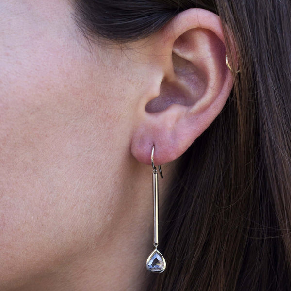 PILLAR STICK EARRINGS - SINGLE STONE