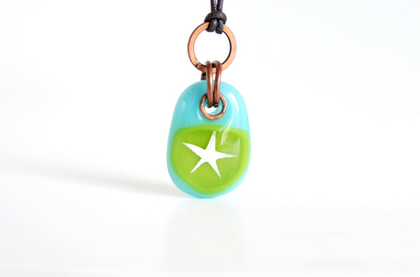 Glass star necklace in turquoise glass with copper.