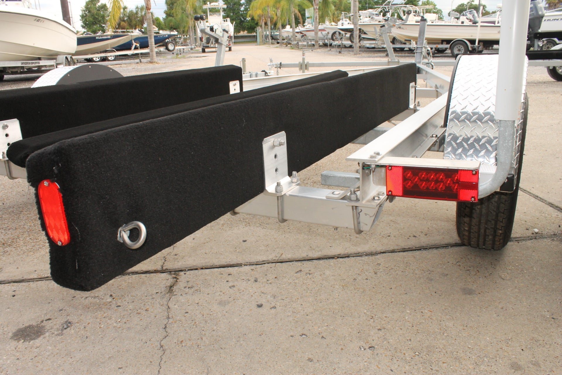 ... 2018 McClain Trailers AT-1930 Aluminum Boat trailer for 18 to 19 ft  modified V ...