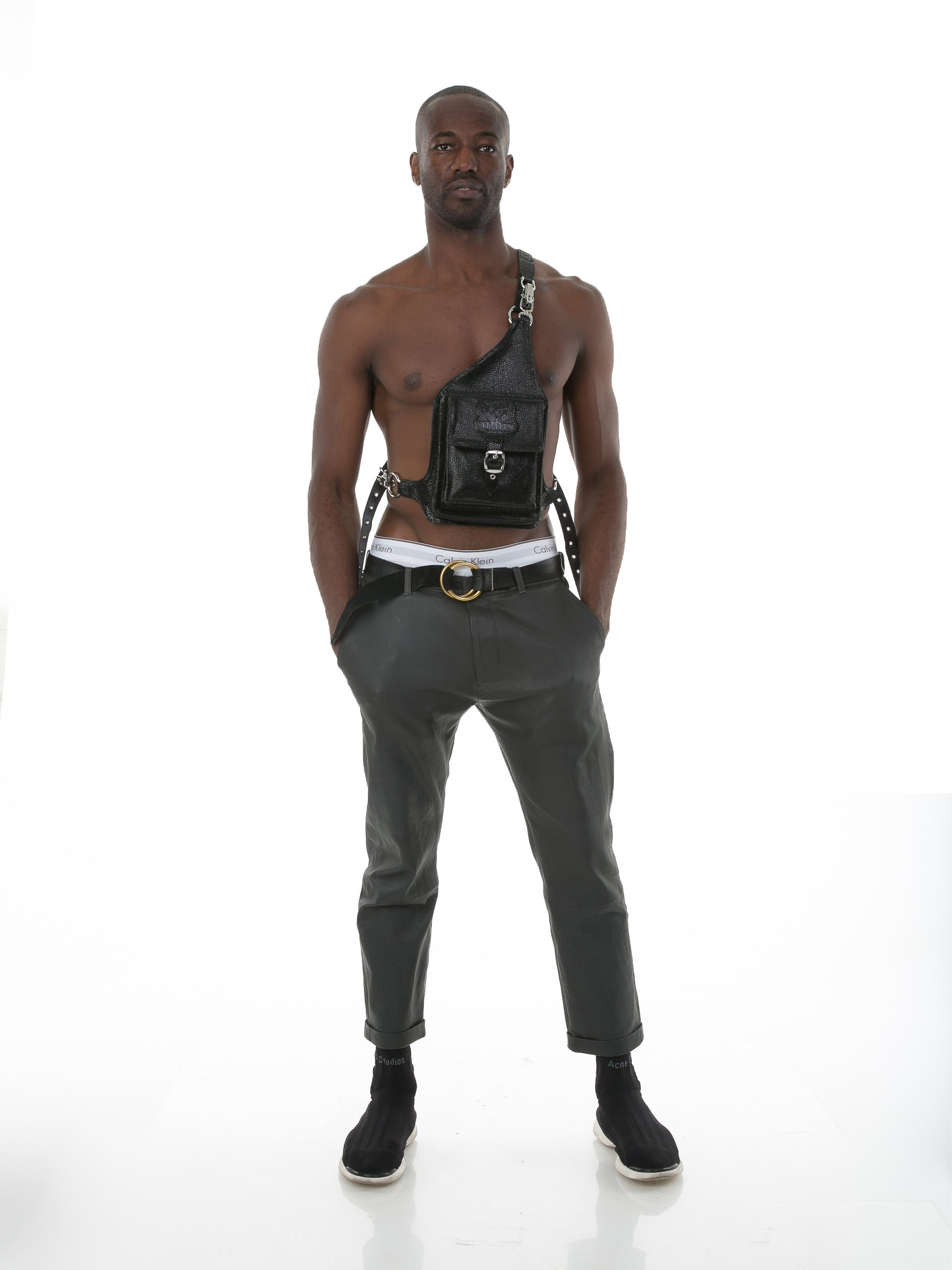 Front of male model wearing Holster Bag in Stingray