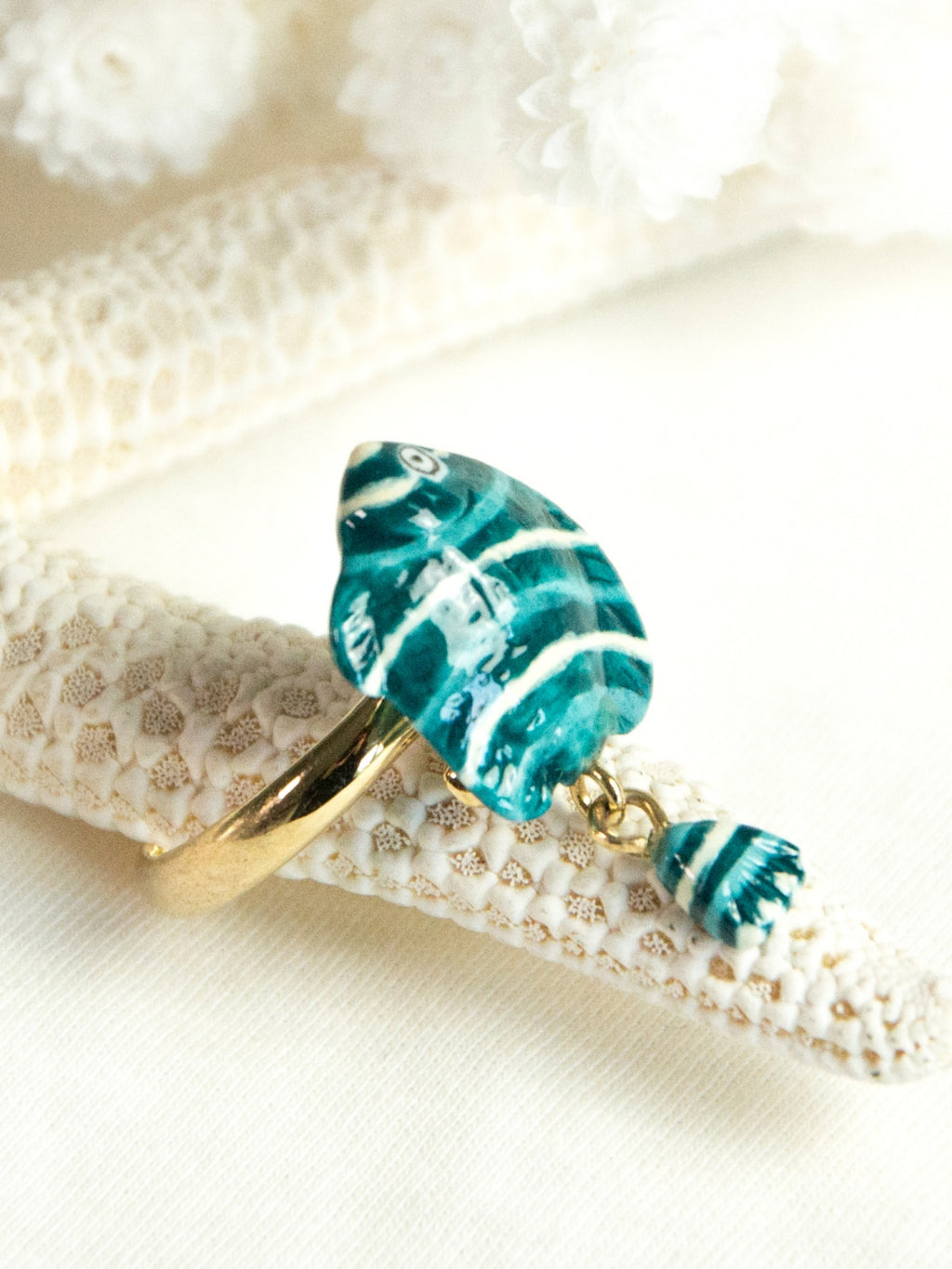 Nach bijoux blue and white fish with moving tail brass gold plated ring